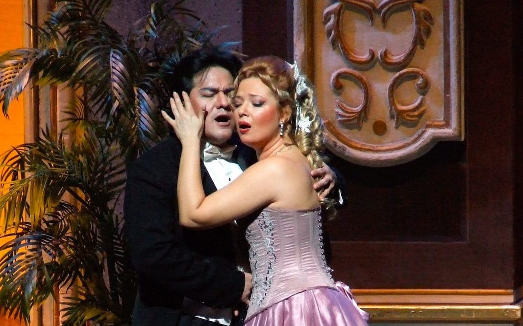 A VIOLETTA TO DIE FOR/ Verdi's LA TRAVIATA - Boston